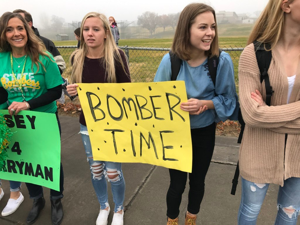 Hundreds come out to support Richland Bombers ahead of state title game