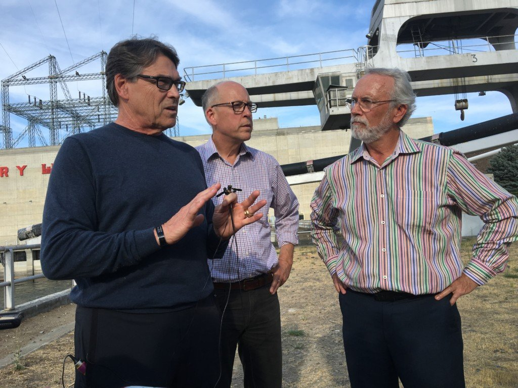 U.S Secretary of Energy visits McNary Dam, PNNL and Hanford