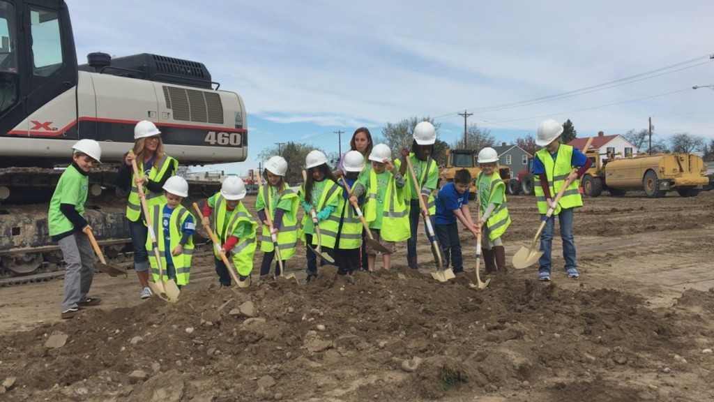 Students help break ground on new elementary school in Richland