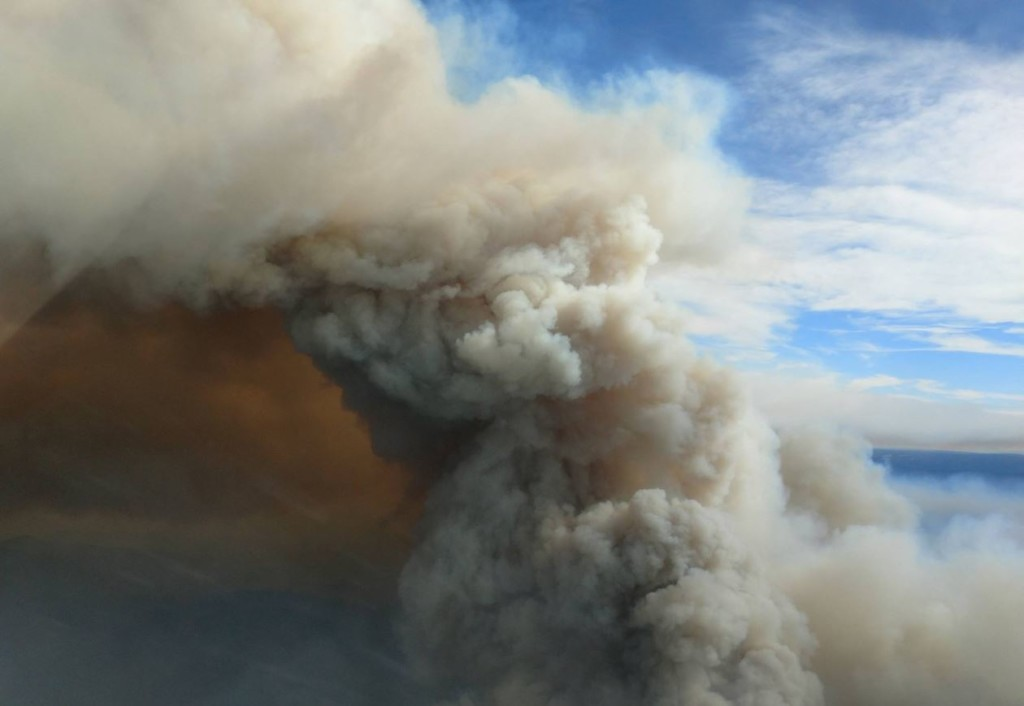 Jolly Mountain Fire burning at 11,500 acres, continues to threaten homes