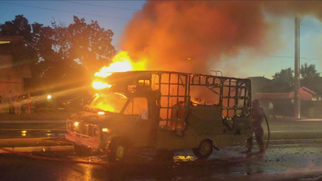 Fire destroys RV in apartment parking lot, damages other cars