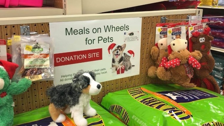 Meals on Wheels for pets accepting food donations for the holiday season