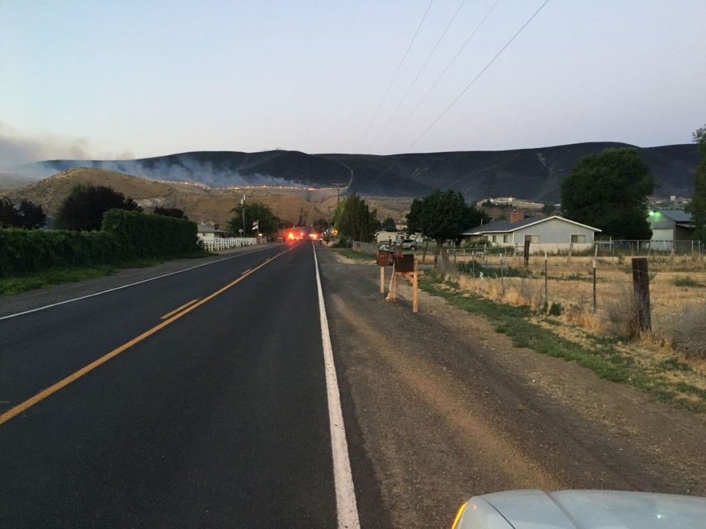 Brush fire burning near Moxee, evacuation orders in place