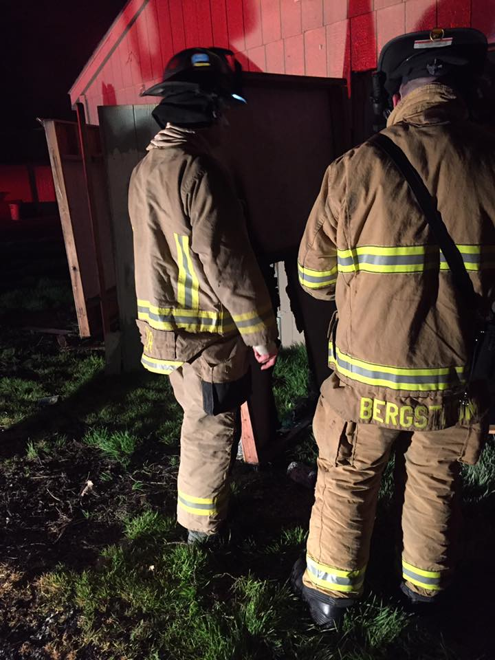 Pasco officer extinguishes garage fire believed to be arson