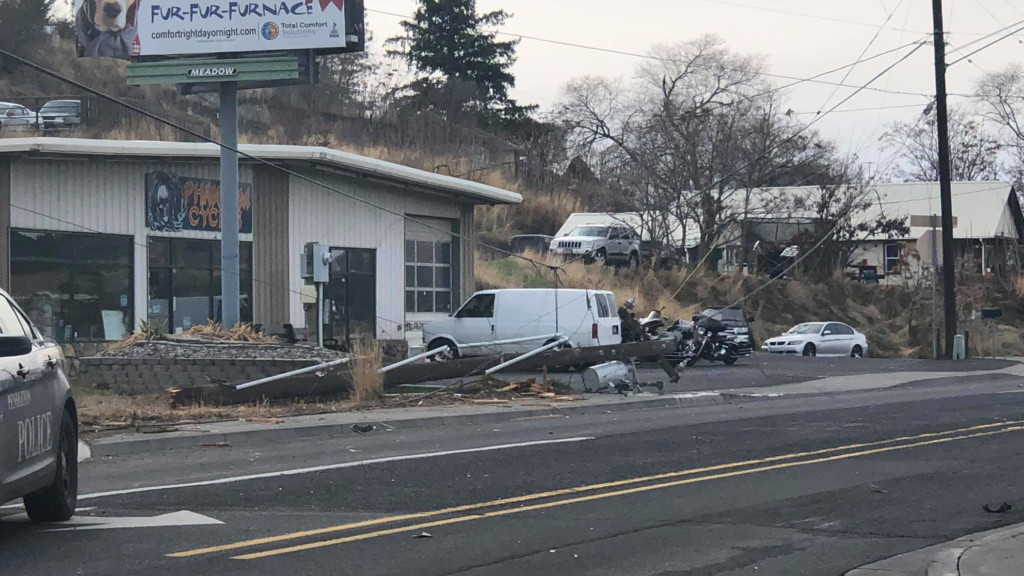 Crash knocks out power to 2,000 customers in Pendleton