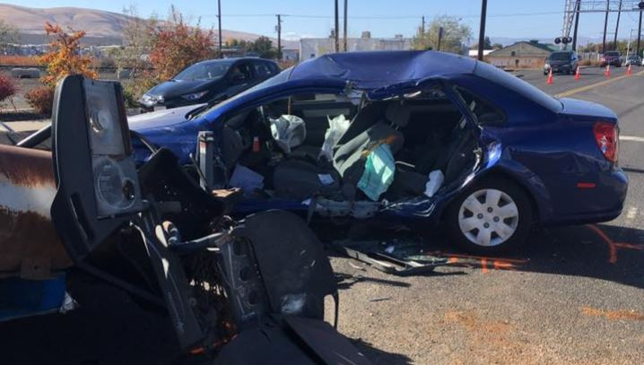 Trailer detaches and hits car, sending pregnant woman to hospital in Yakima