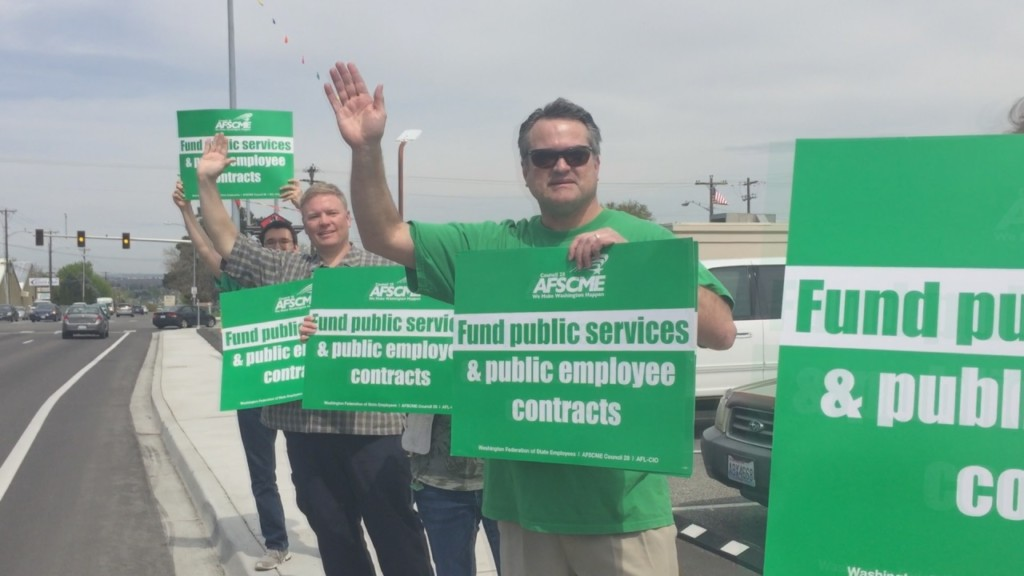 Washington state employees rally for higher wages