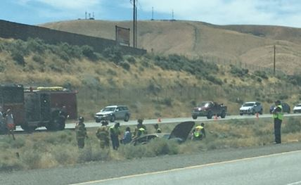 I-182 rollover crash in Richland sends 2 to hospital