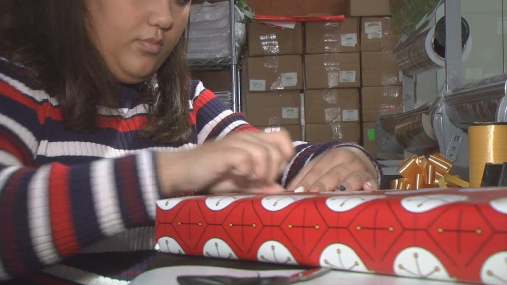Service group hosts gift wrapping fundraiser at Columbia Center Mall