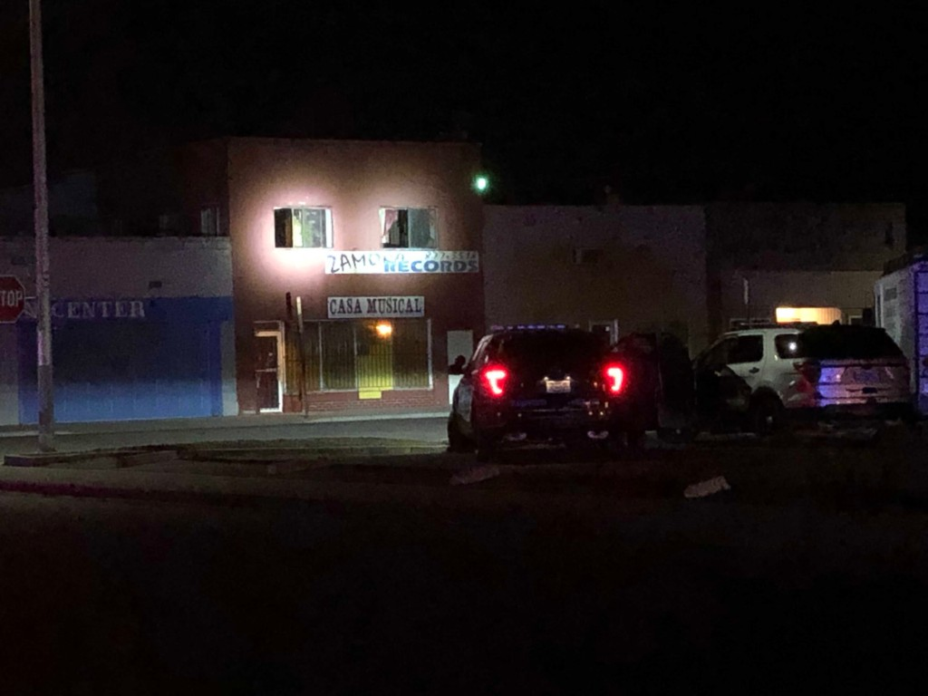UPDATE: Police in standoff with man barricaded inside Wapato building