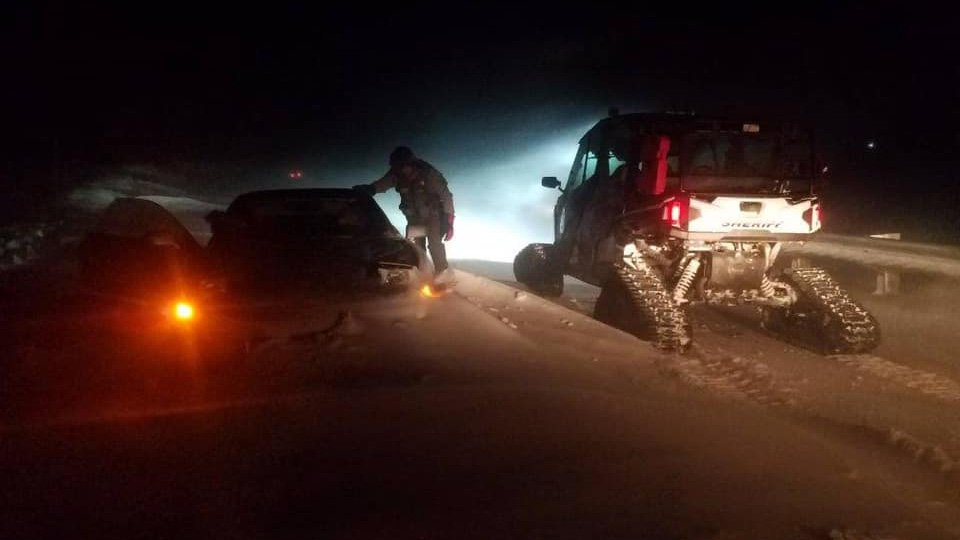 8 people rescued, 6 vehicles abandoned in 'near blizzard conditions' in Benton County