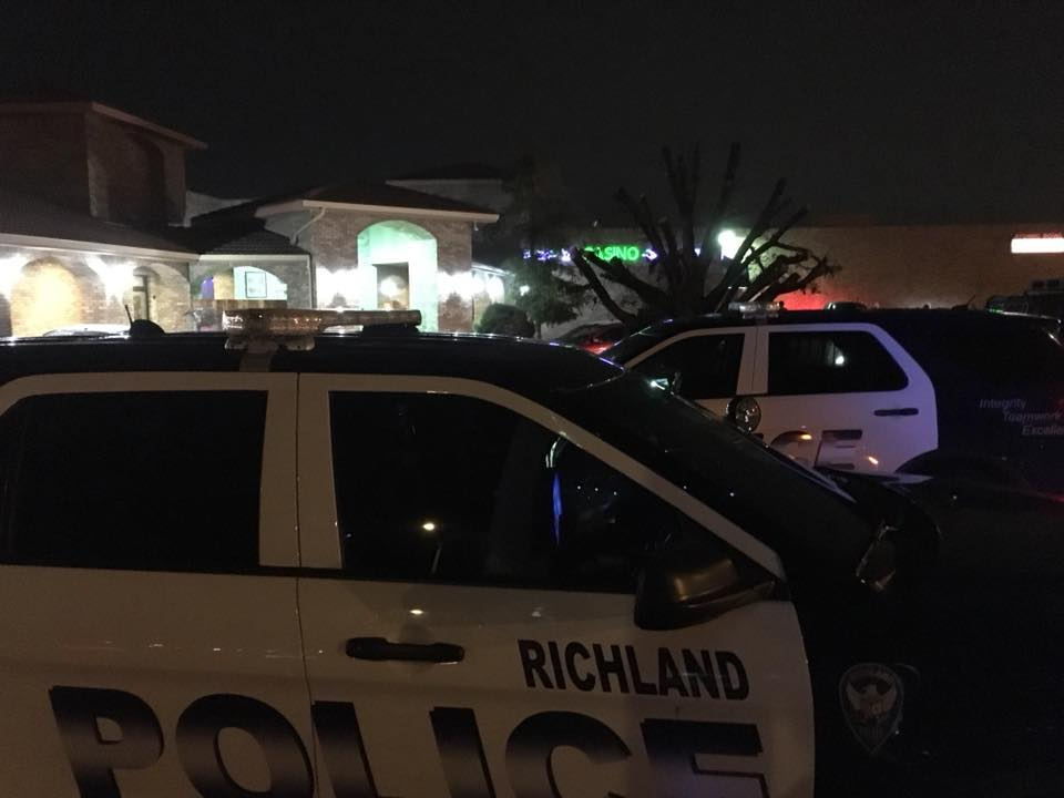 Richland Police Department searching for man accused of threatening couple with gun
