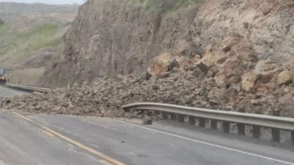 SR 17 is back open after being shut down by rock slide