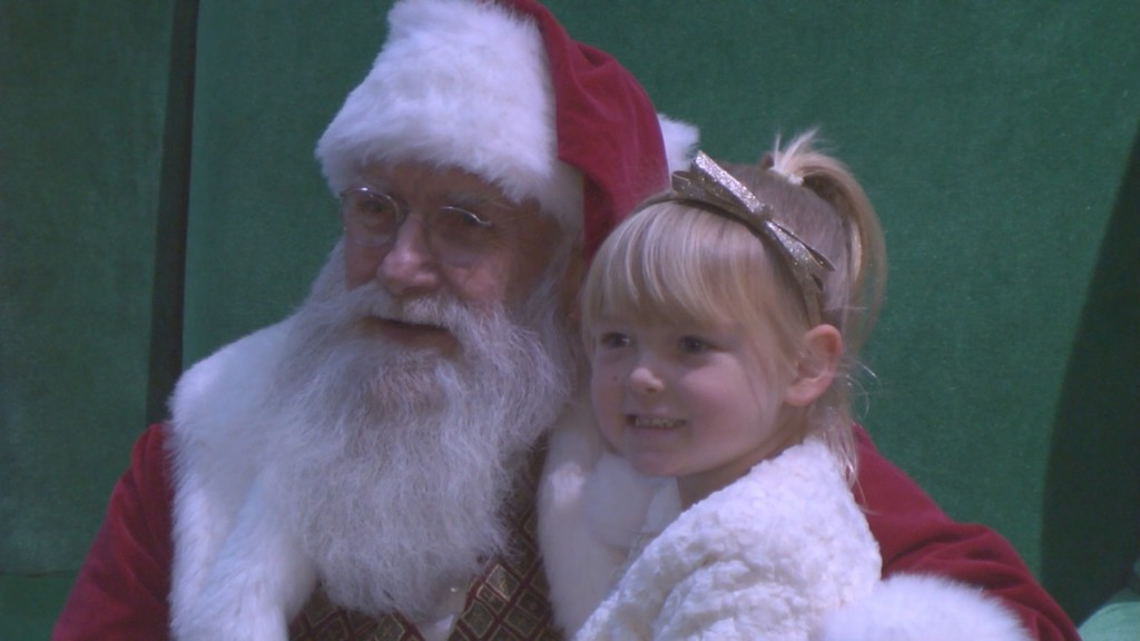 Columbia Center Mall will offer free online reservations for Santa Photos