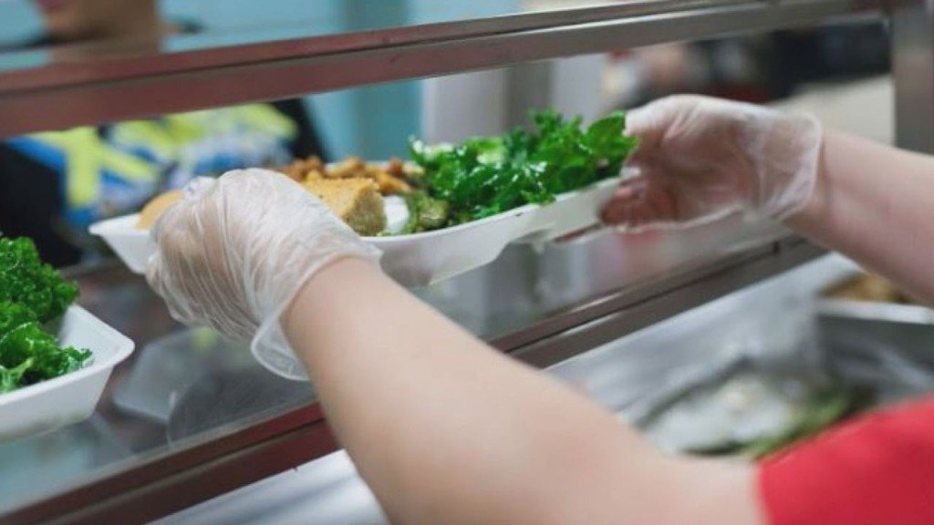 Children of furloughed federal employees may be eligible for free school lunches