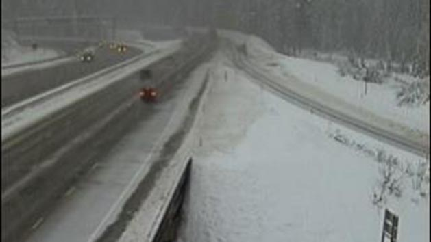 Storm makes holiday travel dangers, threatens flooding