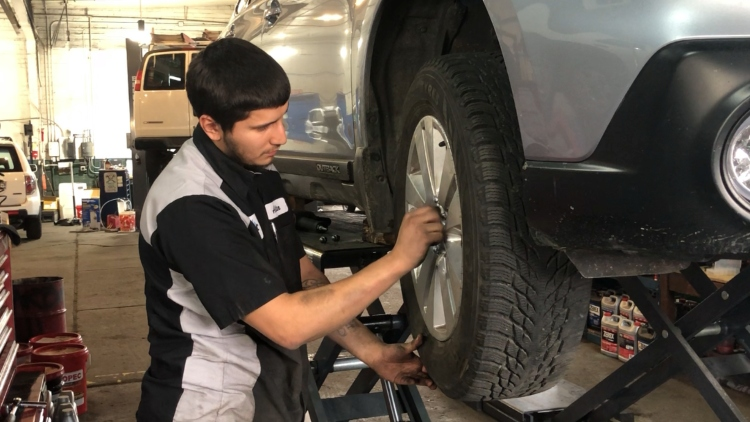 Auto shops advising drivers to change out tires before first snow