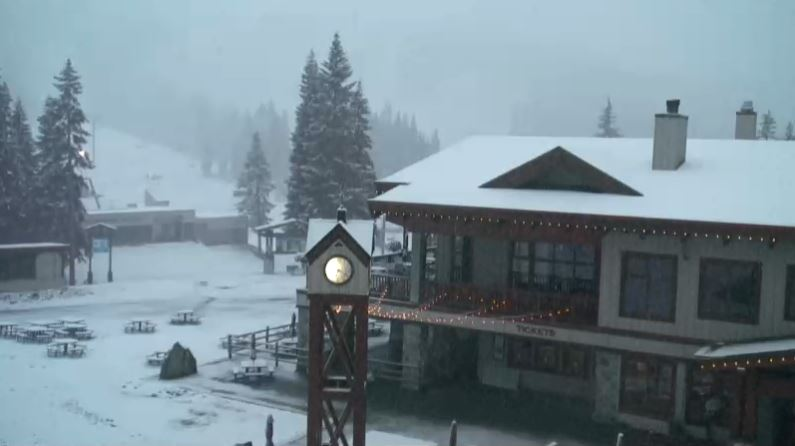 Stevens Pass gets first snowfall of the season in 2019