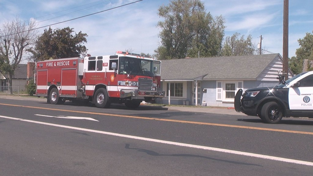 Neighbors help put of Kennewick shed fire; cause under investigation