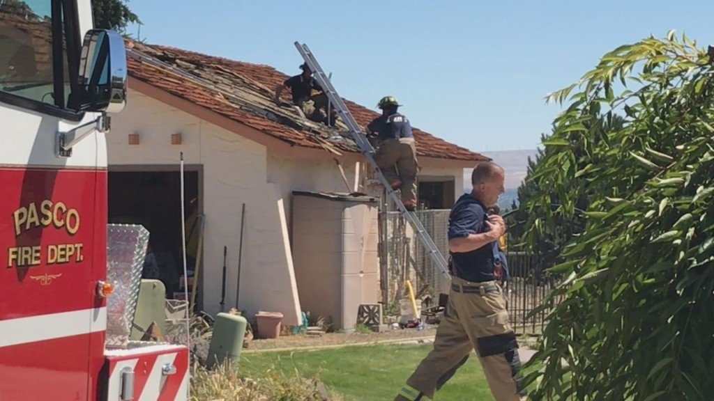 Neighboring houses catch fire in Pasco