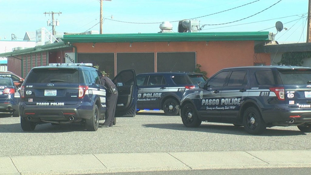 Two injured in Pasco shooting, suspect on the loose