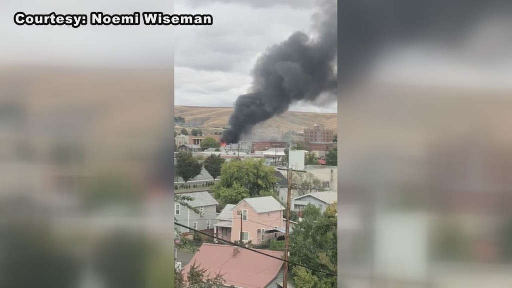 Firefighters battle massive blaze at downtown Pendleton thrift store