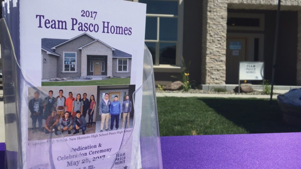 Pasco students show off home they built