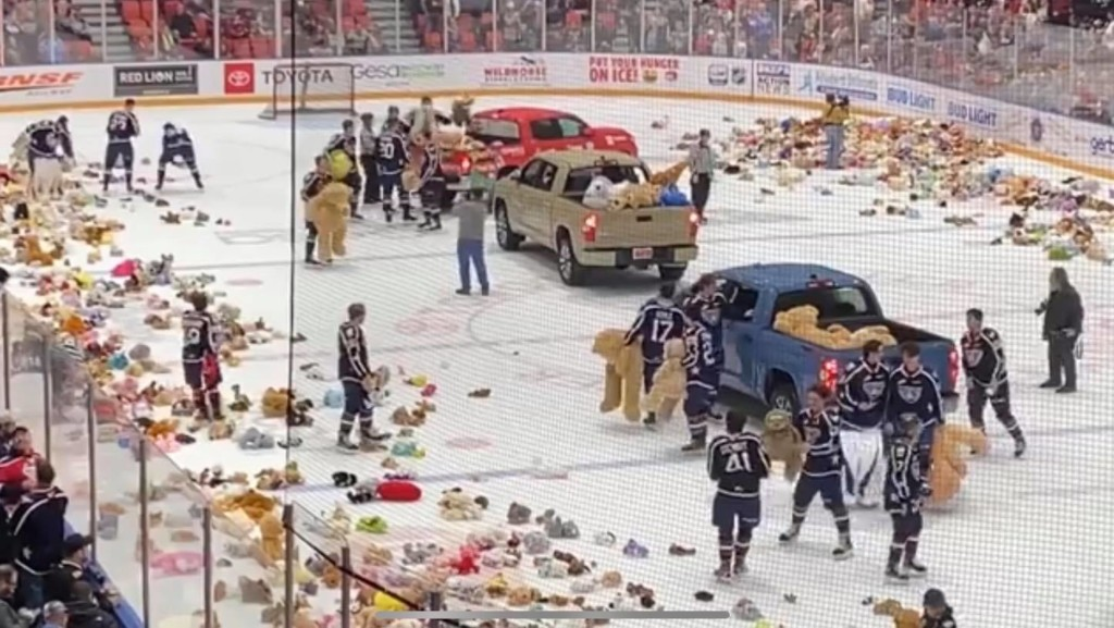 (VIDEO) Teddy Bear Toss at Toyota Center brings in thousands of toys for local charities