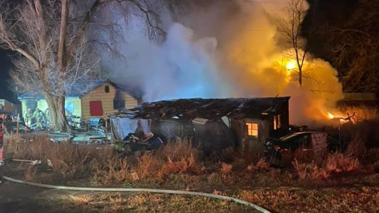 Firefighters battle blaze at home south of Toppenish