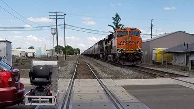 Woman hit by train in Toppenish dies at hospital
