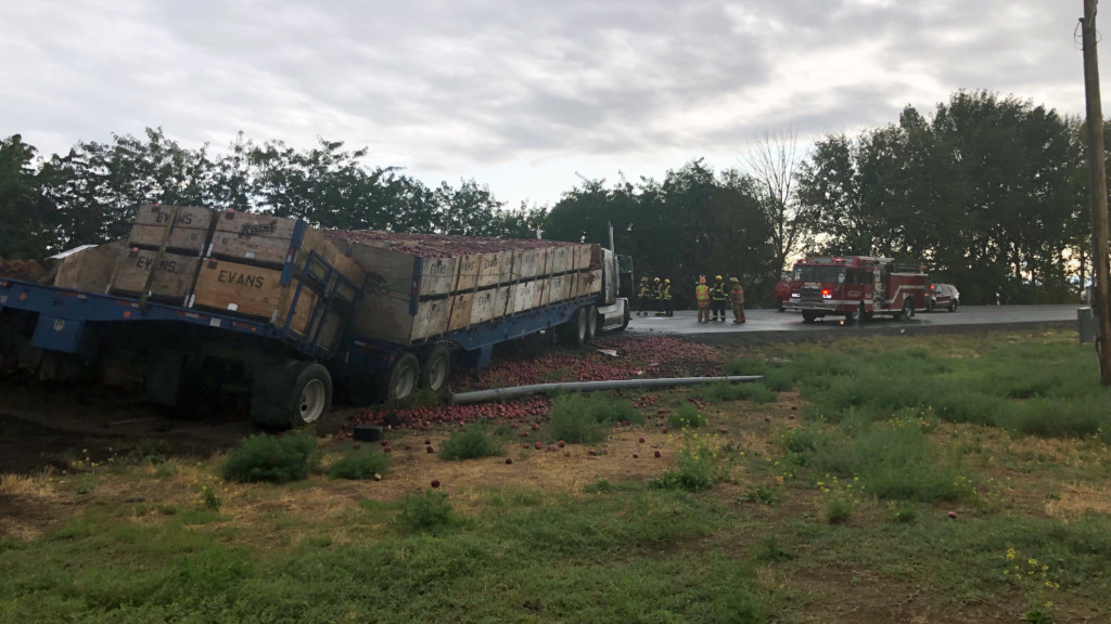 4 injured in 'violent' Moxee crash involving apple truck; SR 24 closed in both directions