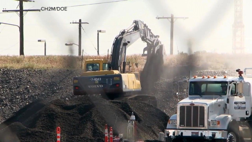 Hanford workers begin fixing hole after tunnel collapse