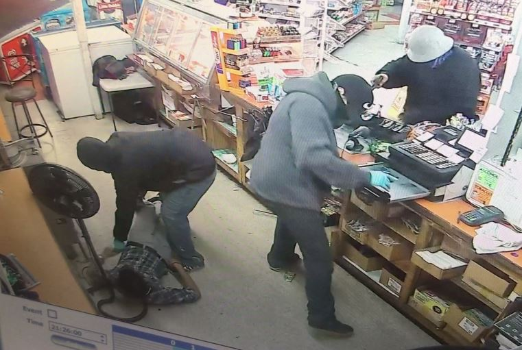 3 suspects wanted for armed robbery at Airline Market in Union Gap