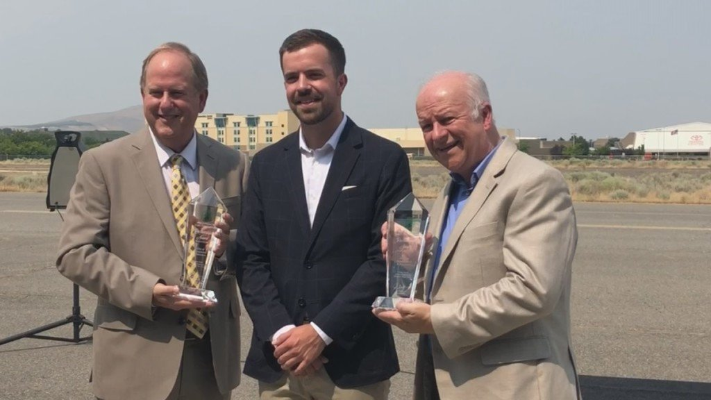 The City and Port of Kennewick receive award for Vista Field project