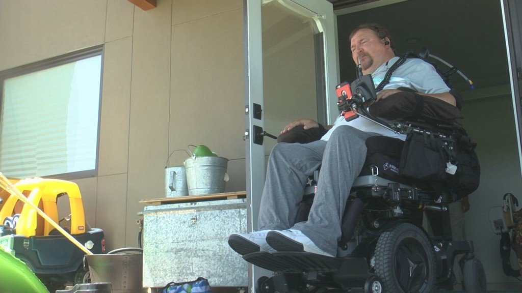 Walla Walla quadriplegic veteran gets free wheelchair from non-profit