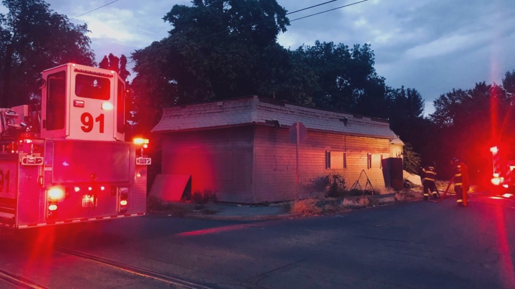 Yakima firefighters respond to blaze at vacant building, estimate $5k in damages