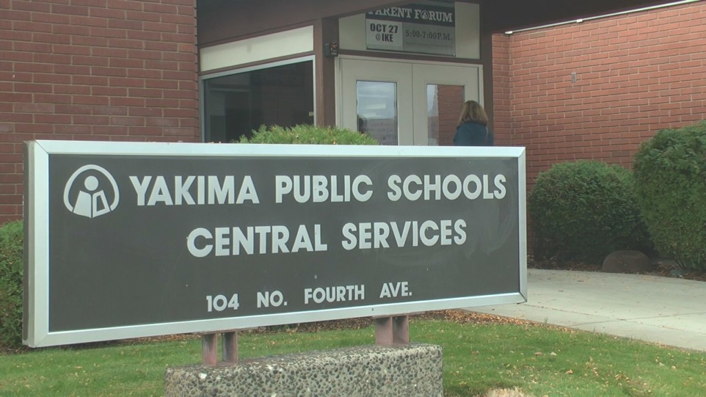 Yakima school employees rally against their wages