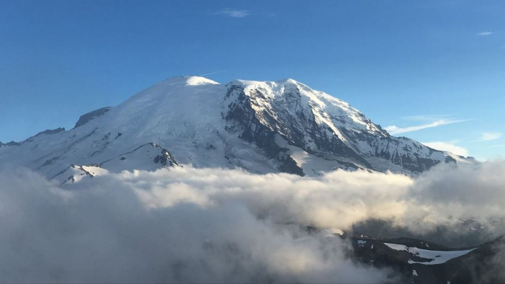 4 climbers stranded for days near Mount Rainier summit have been rescued