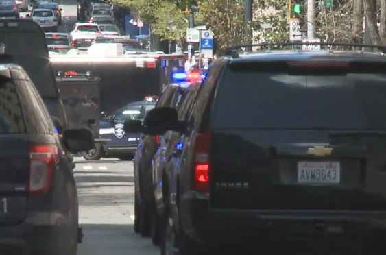 Police: 2 officers shot responding to robbery in Seattle