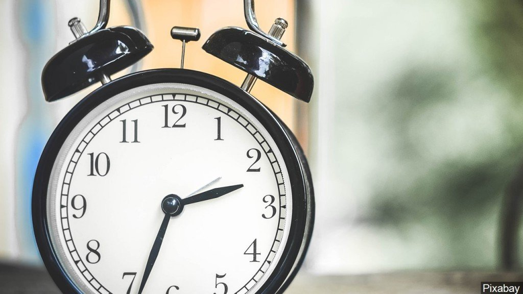 Gov. Inslee signs measure for permanent daylight saving time