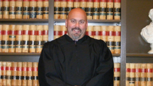 Southeast Wash. judge accused of courthouse rape, sex assault takes leave