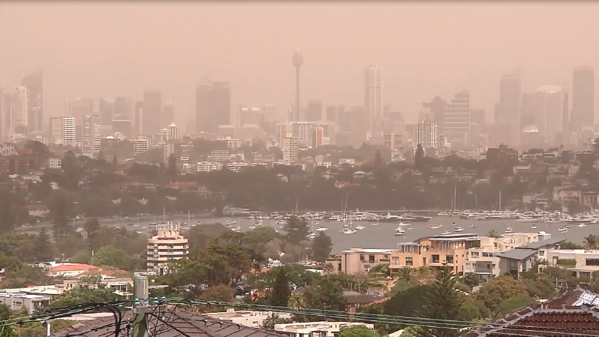 Giant dust storm sweeps across Australian state ...