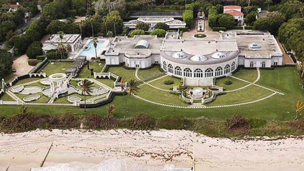 Senator seeking records on Trump's sale of Palm Beach mansion to Russian