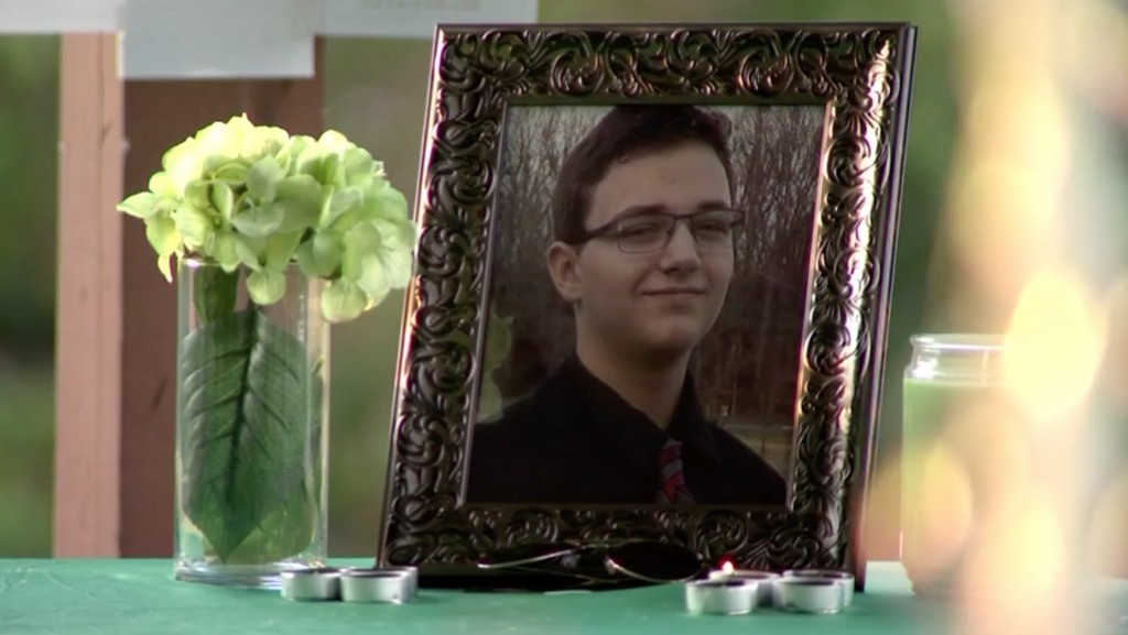 Vigil held for Tennessee teen who killed himself