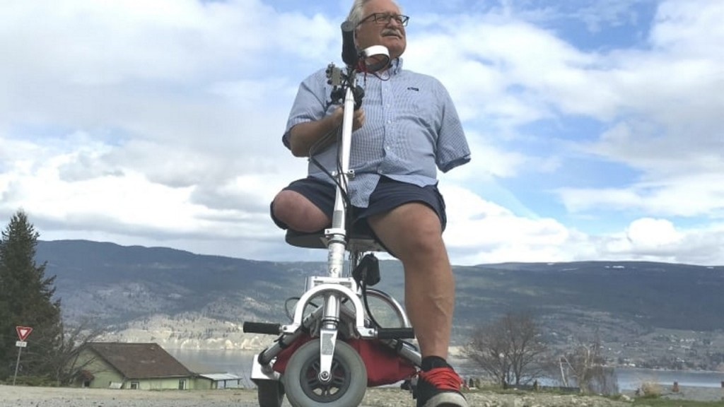 Amputee says he was left crawling after airline took his scooter