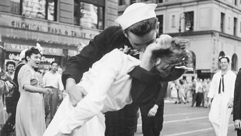 Man who claimed to be sailor in iconic V-J Day kiss photo dies