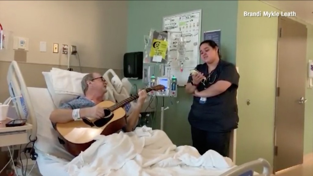 Nurse sings Christmas duet with cancer patient