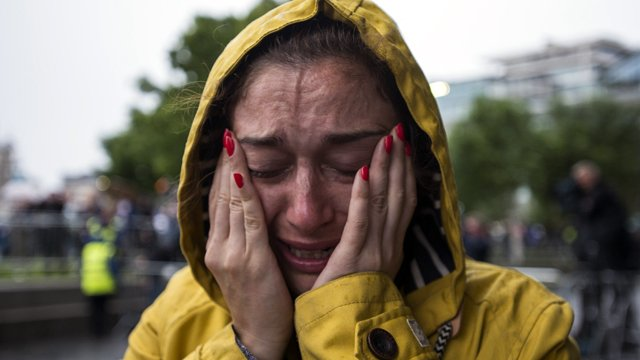 In the pouring rain, Londoners pay tribute to attack victims