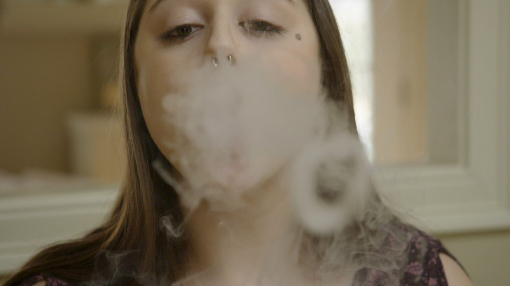 Mass. residents travel to NH for vaping products