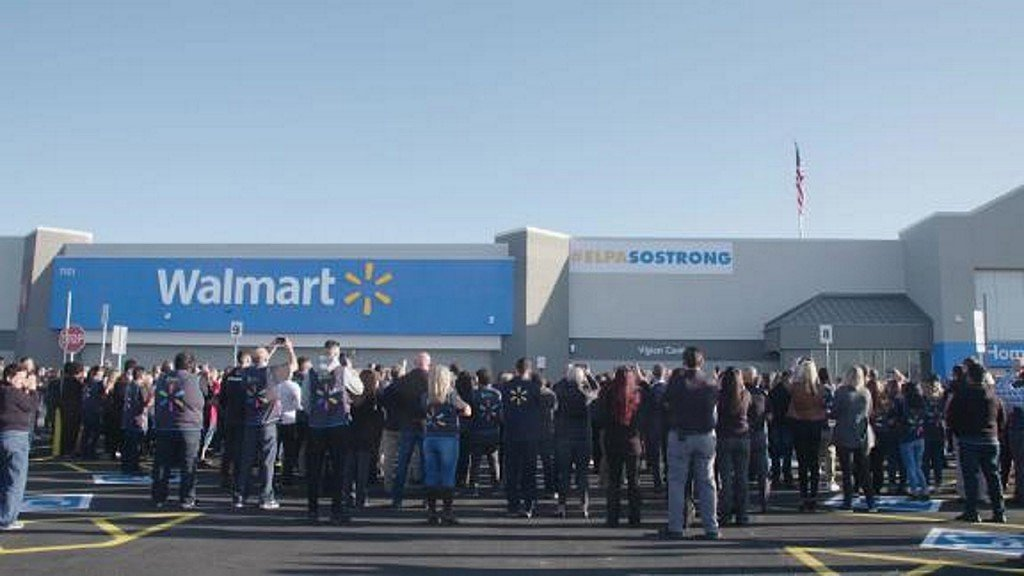 Walmart displays #ElPasoStrong banner as store reopens to cheers